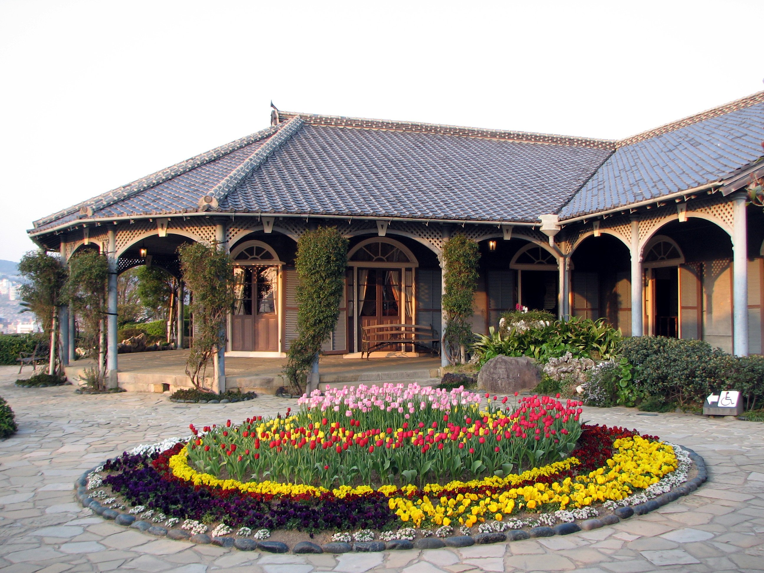 Old_Glover_House_Glover_Garden_Nagasaki_Right.JPG